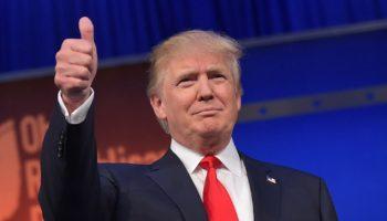 Donald_Trump,_thumbs_up